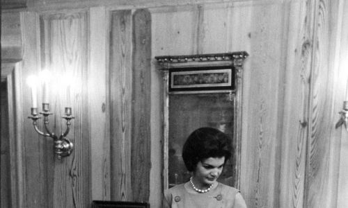 Pierwsza dama Jacqueline Kennedy podczas przebudowy Białego Domu, Washington, 1961. Fot. Ed Clark / The LIFE Picture Collection via Getty Images