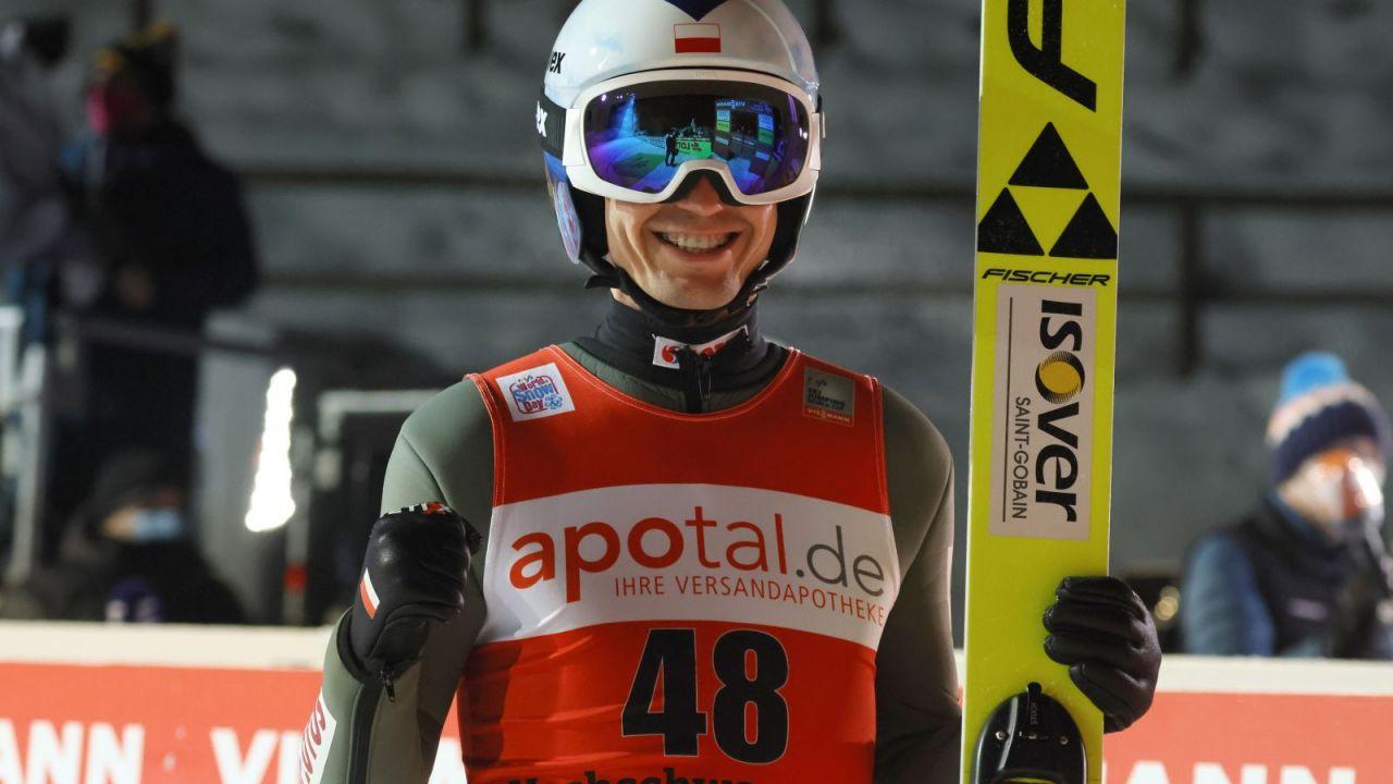 Skoki narciarskie. Klasyfikacja generalna Pucharu Świata 2020/21 (po 12 z 28 konkursów). Kamil Stoch goni wicelidera (sport.tvp.pl)