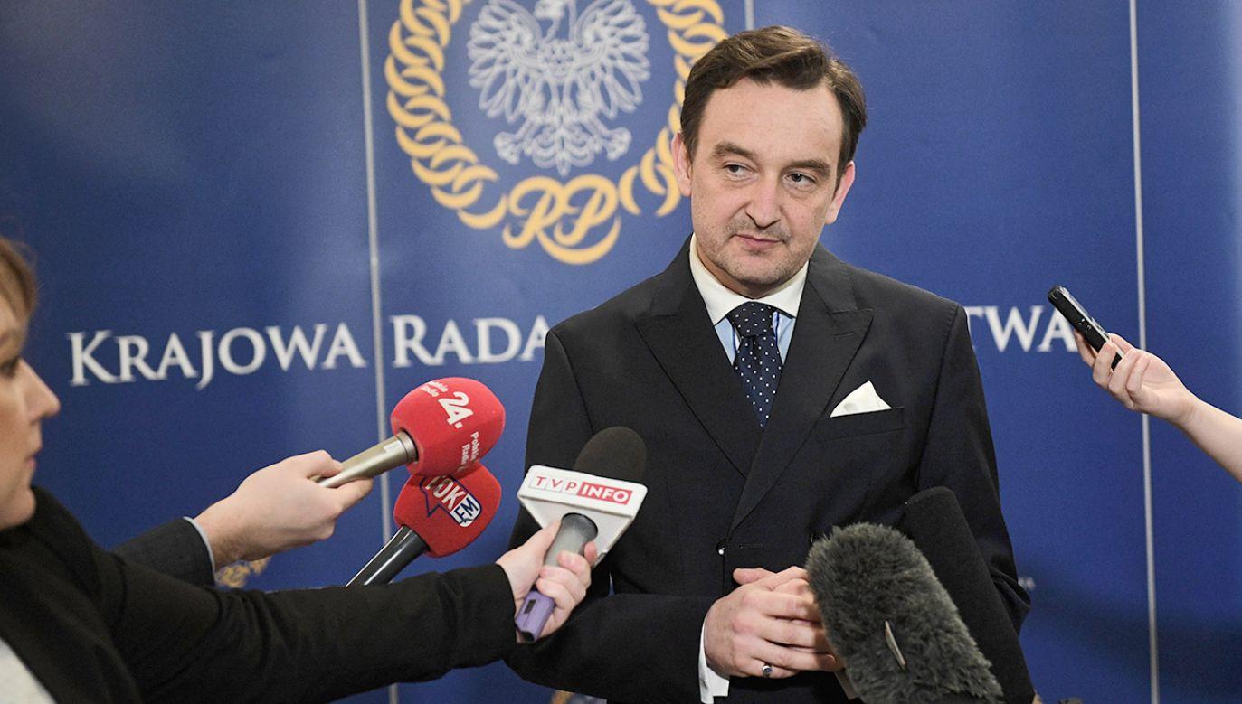"""Ponadto wezwało prezesów sądów w okręgu krakowskim, aby """"zarządzili wstrzymanie przydziału spraw wszystkim sędziom powołanym na wniosek obecnej Krajowej Rady Sądownictwa"""" (fot.  PAP/Radek Pietruszka)"""