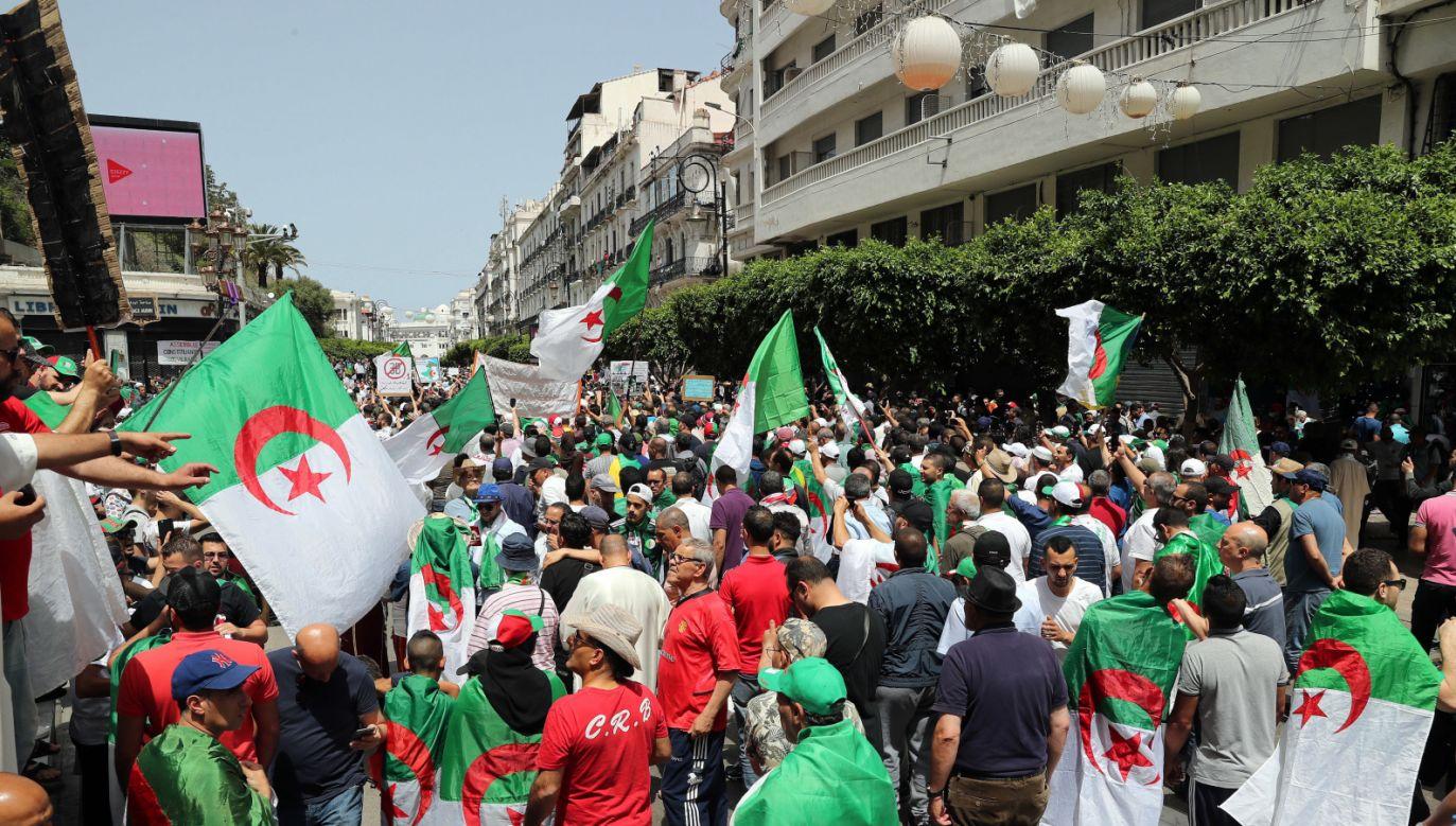 Demonstracja w Algierze, 7 czerwca br. (fot. PAP/ EPA/MOHAMED MESSARA)