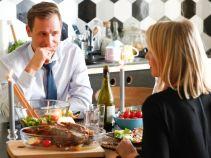 Każdy szalony dzień musi się chyba kiedyś skończyć? Kiedy Iga i Marcin mogą wreszcie zjeść kolację tylko we dwoje... (fot. A. Grochowska)