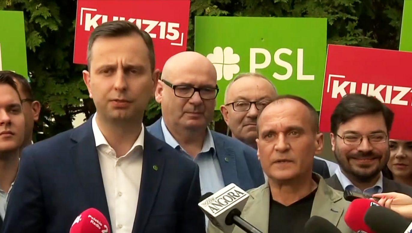 Paweł Kukiz (2P)  i Władysław Kosiniak-Kamysz (L)  (fot. TVP info)