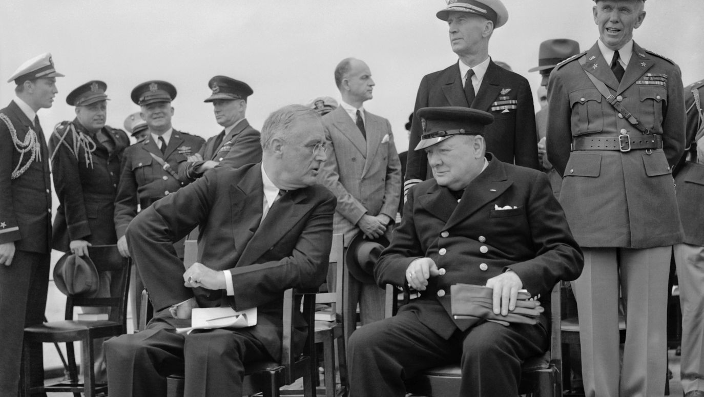 spotyka się z brytyjskimi żołnierzami w Niemczech kuzyni spotykają żarty