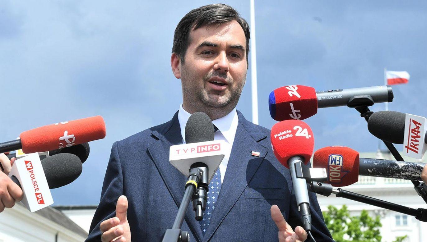 """pychalski był pytany w TVP Info o publikację piątkowego """"Faktu"""" (fot. PAP/Radek Pietruszka)"""