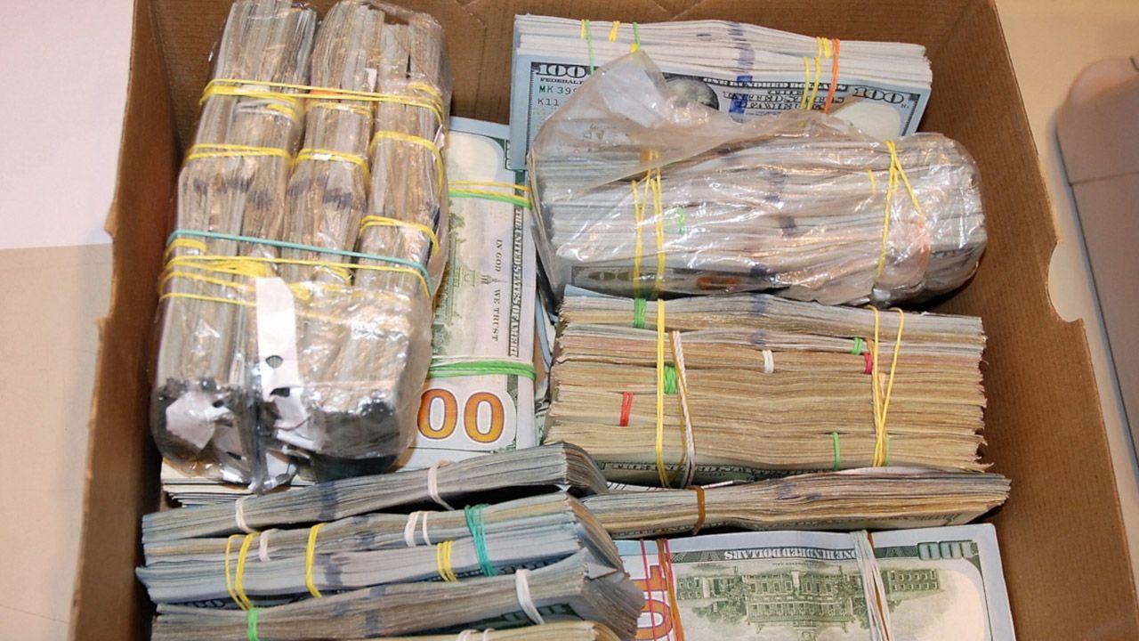 Pieniądze grupa zarobiła na przemycie podróbek (fot. Śląski Oddział Straży Granicznej w Raciborzu)