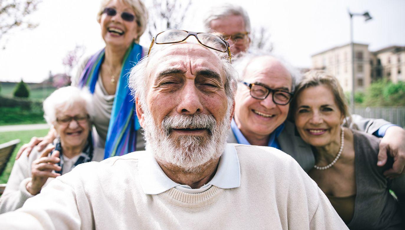 Politycy PiS podejrzewają, że gdyby PO wygrała wybory, ponownie podniosłaby wiek emerytalny (fot. Shutterstock/oneinchpunch)
