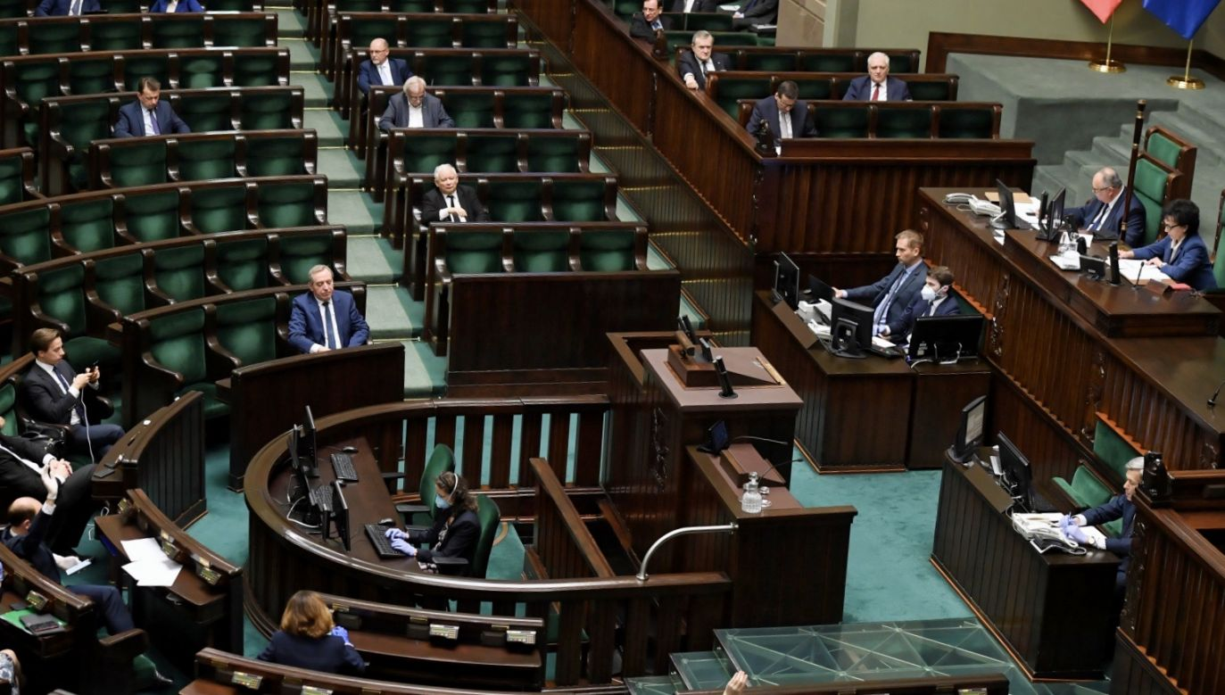 Planowane są głosowania, w tym nad projektem ws. głosowania korespondencyjnego (fot. PAP/Radek Pietruszka)