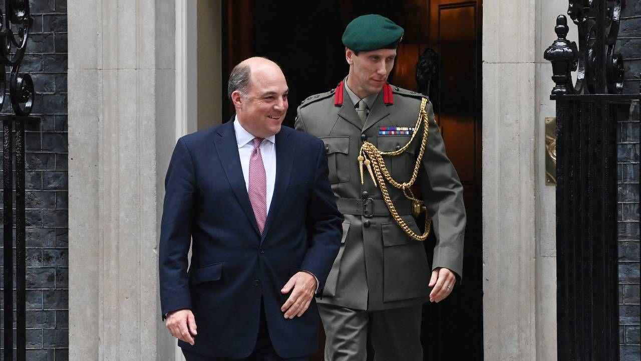 Brytyjski minister obrony Ben Wallace spotka się ze swoim francuskim odpowiednikiem w innym terminie (fot. PAP/EPA/FACUNDO ARRIZABALAGA)