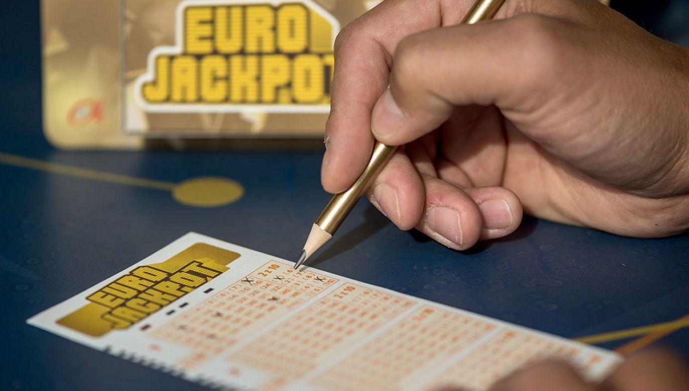 To pierwszy pełny rok działania sieci salonów na automatach i kasyna internetowego (fot. arch.PAP/Tytus Żmijewski)