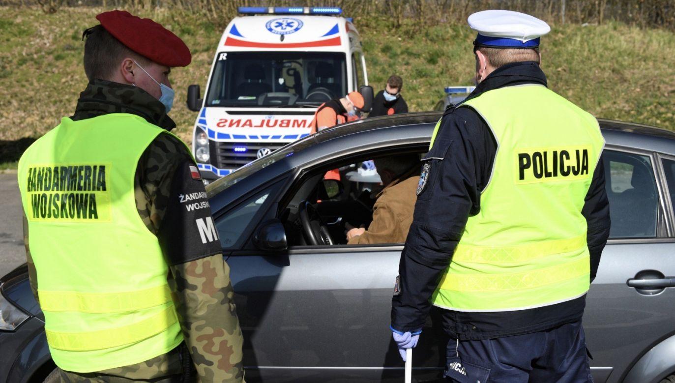 W Polsce obowiązująsurowe obostrzenia w walce z epidemią koronawirusa (fot. PAP/Darek Delmanowicz)