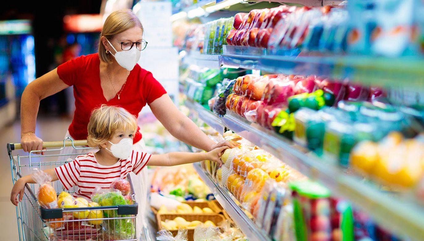 Istotnie poprawiają się oceny przyszłej finansowej sytuacji gospodarstwa domowego oraz przyszłej sytuacji gospodarczej kraju (fot. Shutterstock/FamVeld)