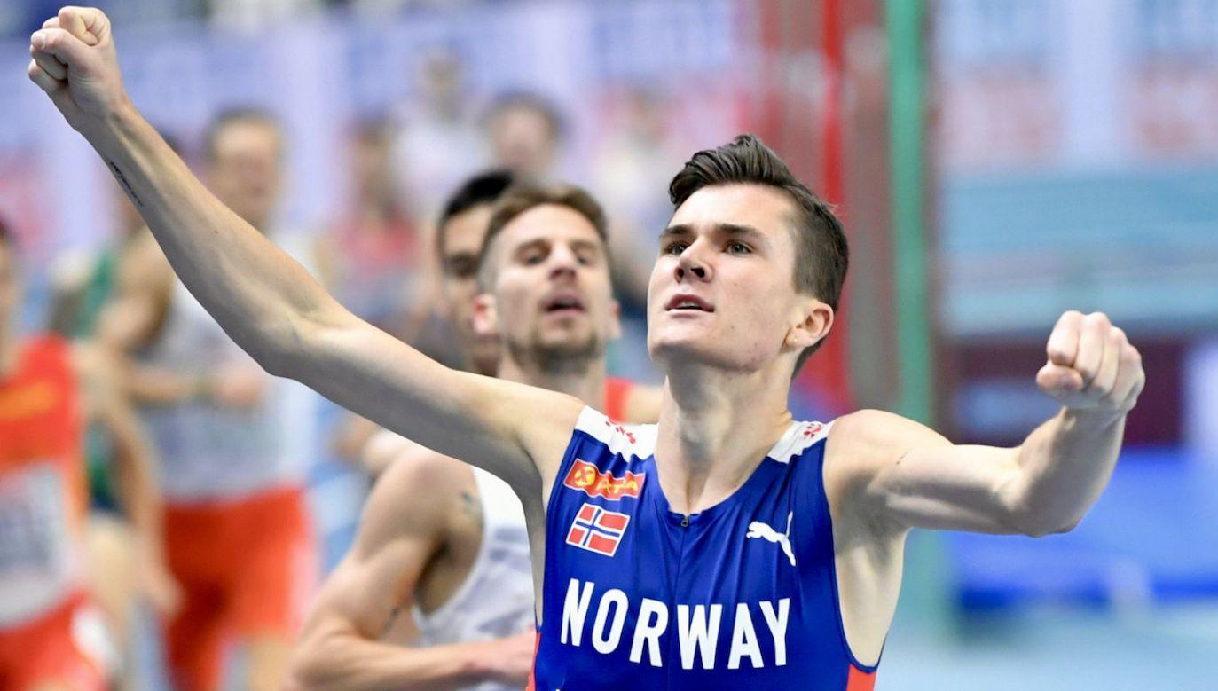 Jakob Ingebrigtsen (P) i Marcin Lewandowski (L) na mecie biegu na 1500 m (fot. PAP/A.Warżawa)