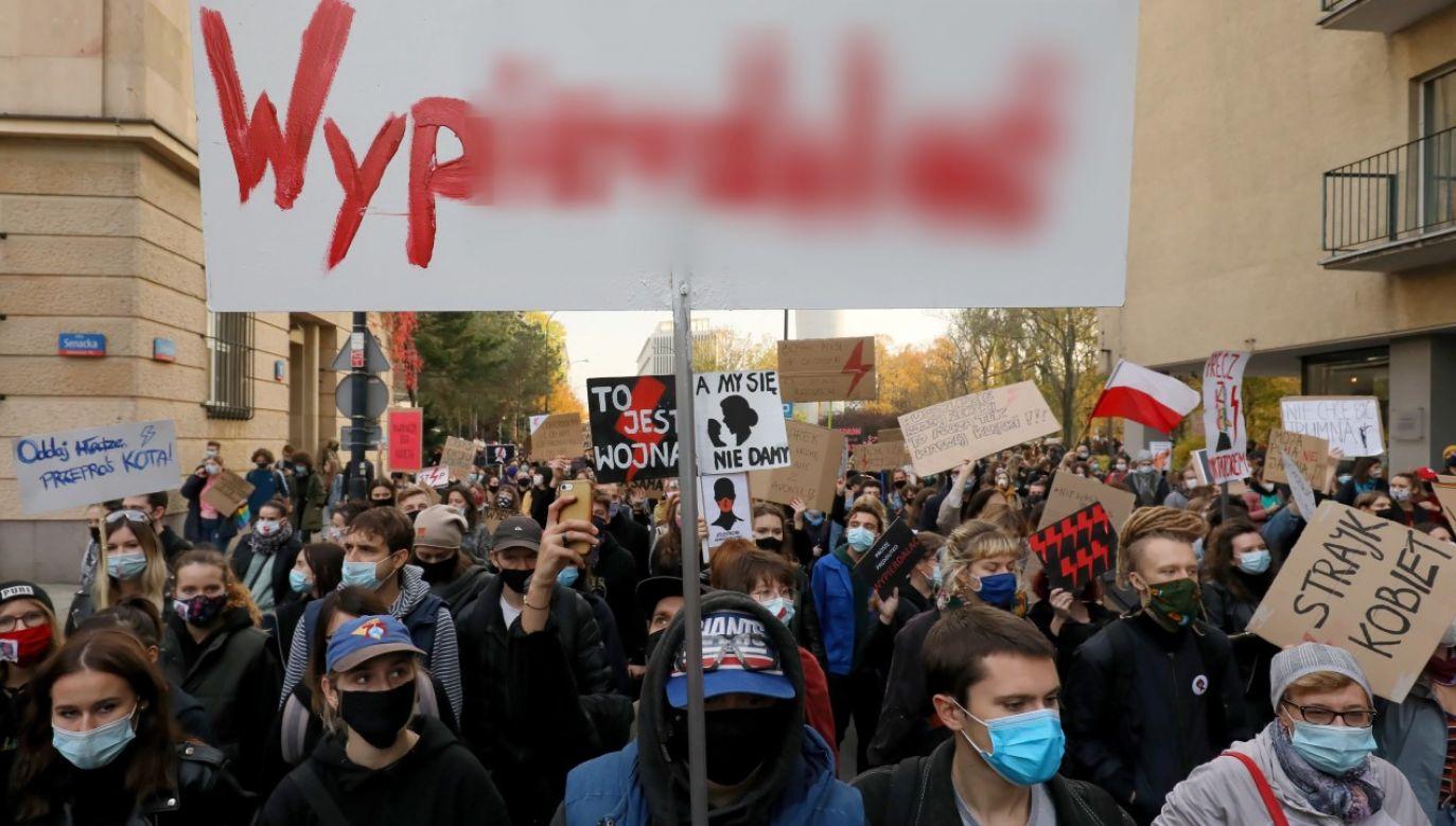 Największemu niegdyś opiniotwórczemu dziennikowi w Polsce nie przeszkadza knajacki język protestujacych (fot. PAP/Paweł Supernak)