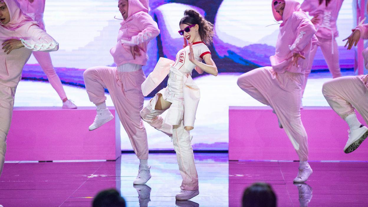 """Rixie Węgiel w utworze """"Don't stop the music"""" Rihanny to był prawdziwy wulkan energii! (fot. TVP/Jan Bogacz)"""