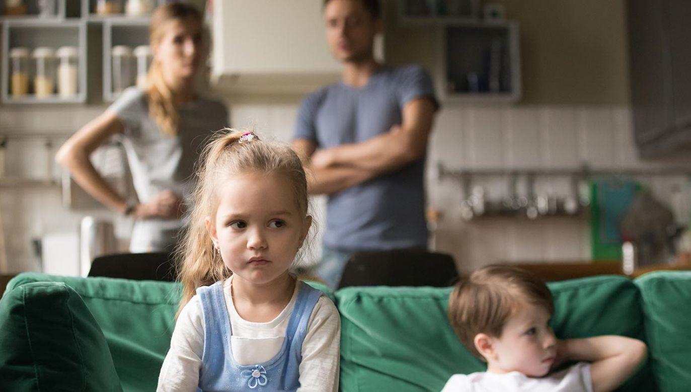 Ziobro o obronie rodziny (fot. Shutterstock/ fizkes)