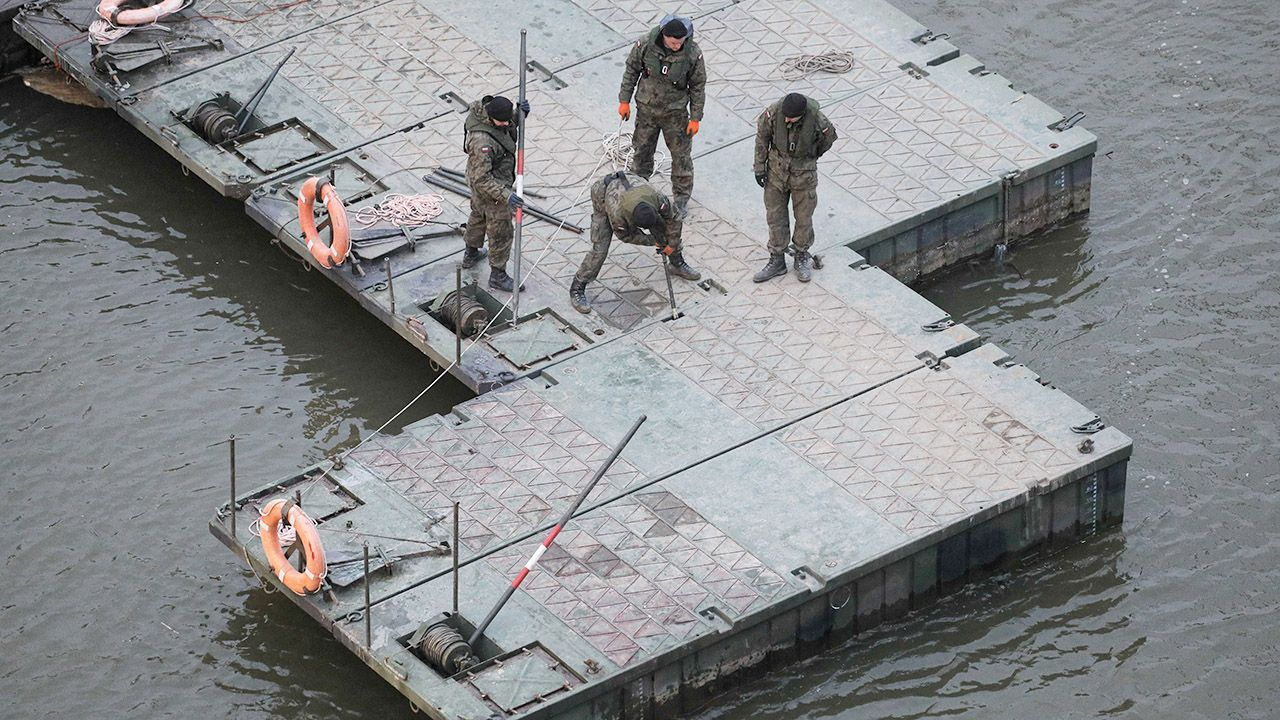 Podczas spotkania podsumowano przebieg awarii i naprawy kolektorów (fot. PAP/Paweł Supernak)