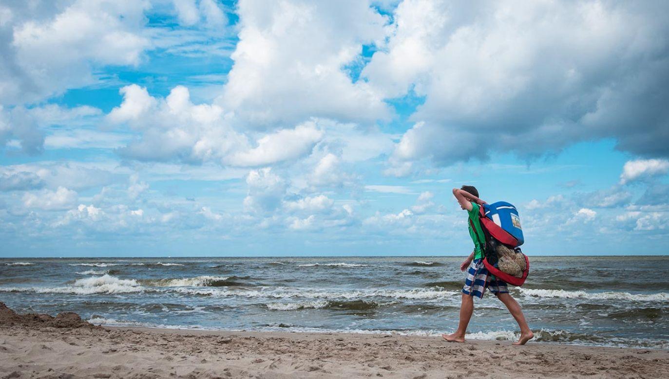 Pobicie na plaży w Łebie (fot. Forum/Bartlomiej Kudowicz, zdjęcie ilustracyjne)