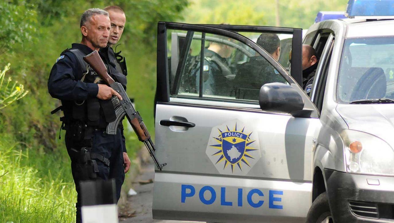 Funkcjonariusze biorący udział w akcji wycofali się wraz z aresztowanymi do Kosovskiej Mitrovicy (fot. REUTERS/Laura Hasani)