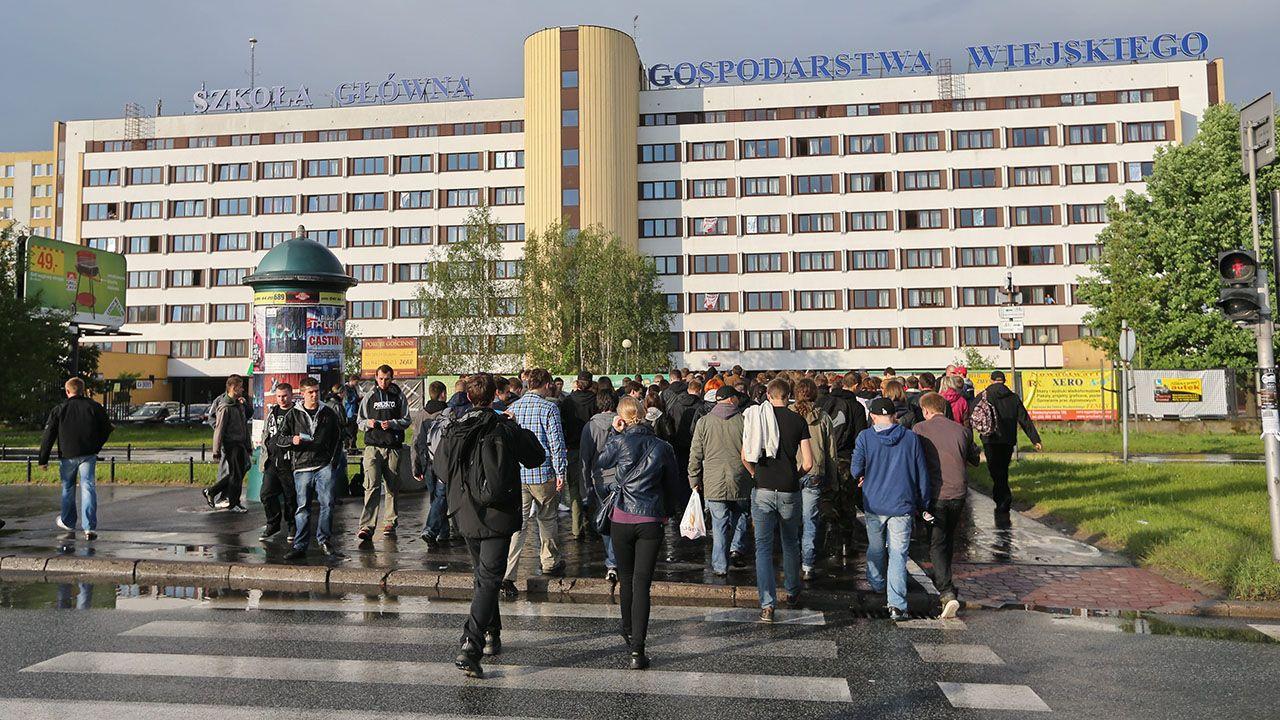 Uczelnia zaleca kroki, które teraz powinni podjąć studenci (fot. arch.PAP/Rafał Guz)