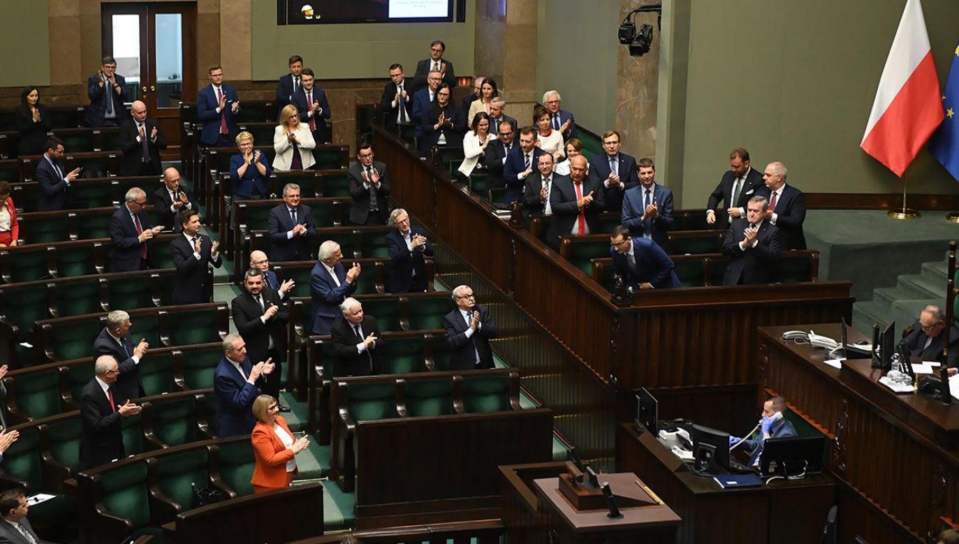 Działalność rządu dobrze ocenia z kolei 50 proc. badanych (fot. PAP/Radek Pietruszka)