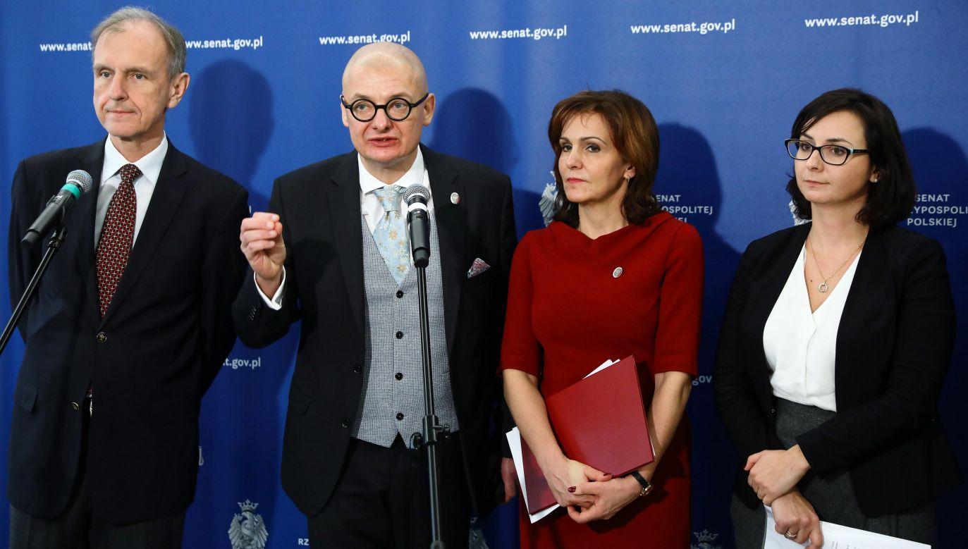Projekt znajduje się w Kancelarii Senatu (fot.PAP/Rafał Guz)