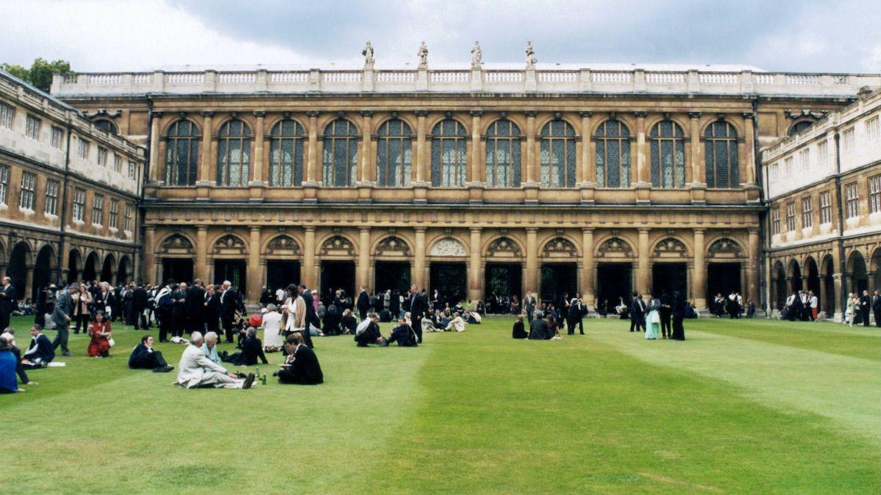 Nowe wyniki rankingu uczelni w Wielkiej Brytanii (fot. Culture Club/Getty Images)