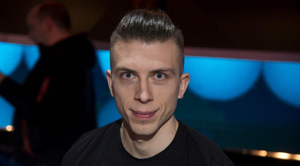 """Adrian Lewoc, śpiewający """"Sen się spełni"""", mieszka w Trójmieście, tak jak członkowie Kombii (fot. TVP)"""